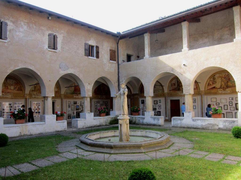 Peschiera del garda santuario madonna del frassino e for Interno a un convento